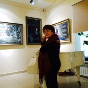 10Проф Л.П. папаян в музее К. Васильева